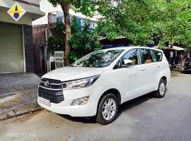 Xe Toyota Innova màu trắng
